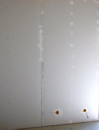 De cloison sche est fix sur les montants mur et plafond - Monter une cloison en plaque de platre ...