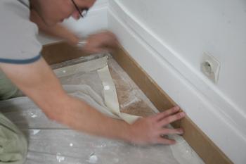peindre des plinthes nos astuces pour pour r ussir la peinture des plinthes murs sols. Black Bedroom Furniture Sets. Home Design Ideas
